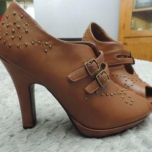NewPort  News Peek-a-Boo Toe 4 inch Heels